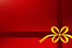 与黄色丝带的红色礼物背景 免版税库存照片