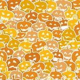 与黄色和橙色的万圣夜无缝的样式 免版税图库摄影