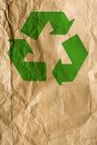 与绿色回收的标志的面包纸 库存照片