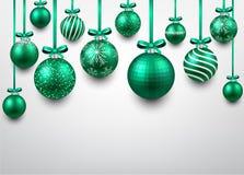 与绿色圣诞节球的弧背景 免版税图库摄影