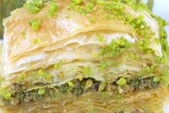 与绿色开心果的可口土耳其果仁蜜酥饼 免版税图库摄影