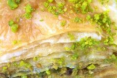 与绿色开心果的可口土耳其果仁蜜酥饼 免版税库存照片