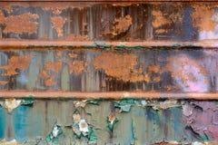 与绿色油漆的生锈的铁纹理 库存照片