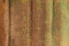 与绿色油漆的生锈的铁 库存图片