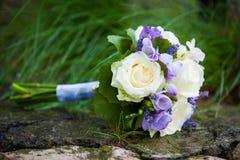 与黄色玫瑰的婚礼花束 免版税库存图片