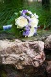 与黄色玫瑰的婚礼花束 免版税库存照片