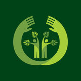 与绿色的人的手&树象离开- eco概念 免版税库存图片