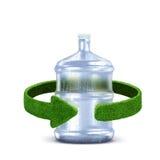 与绿色箭头的塑料瓶概念从草 回收在白色的概念隔离 免版税库存照片
