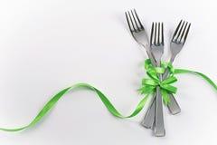 与绿色装饰的三把叉子的孩子的党 免版税库存图片