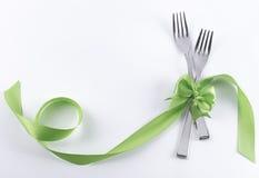 与绿色装饰的两把点心叉子 免版税库存照片