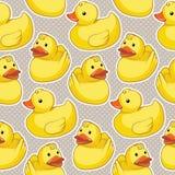 与黄色鸭子的无缝的样式 库存照片