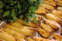 与绿色1的油煎的土豆 免版税图库摄影