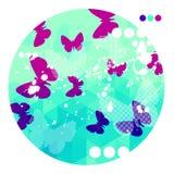 与紫色蝴蝶的抽象蓝色背景 免版税库存照片