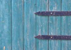 与细节背景纹理的蓝色门 免版税图库摄影