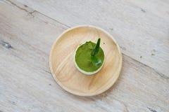 与绿茶粉末的绿茶提拉米苏 免版税库存照片