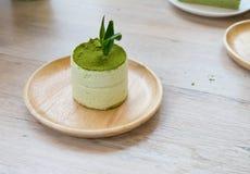 与绿茶粉末的绿茶提拉米苏 免版税库存图片