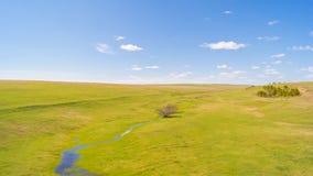 与绿草的镇静风景 图库摄影