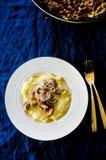与黄蘑菇的麦片粥 免版税库存照片