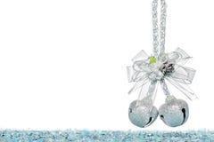 与蝴蝶结,垂悬的装饰的豪华银色门铃 库存图片