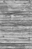 与破裂的颜色油漆的老灰色破旧的木板条 免版税库存照片