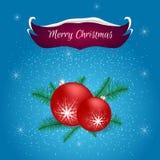 与说谎对此的蓝色和红色横幅雪的圣诞卡,在圣诞树的红色球分支 对问候、邀请和pri 免版税库存图片