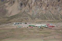 与滑雪电缆车的山风景视图在阿空加瓜公园 银 免版税库存照片