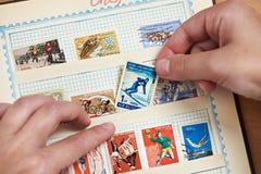 与滑雪者的邮票册页的 免版税图库摄影