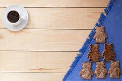 与结霜的蜂蜜姜曲奇饼 免版税库存照片