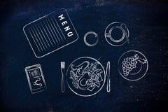 与素食食物、咖啡和电话分享的餐馆桌 免版税图库摄影
