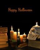 与头骨和蜡烛的万圣夜卡片 库存照片