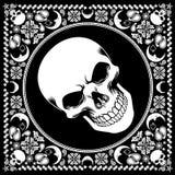 与头骨的班丹纳花绸样式 免版税图库摄影