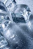 与水滴的冰 免版税库存照片