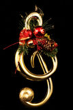 与黑Backround的高音关键圣诞树 免版税库存照片
