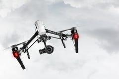 与4K照相机飞行的寄生虫 免版税库存图片