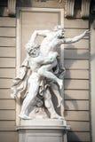与Antaeus战斗的赫拉克勒斯雕象在Hofburg宫殿入口 免版税库存照片