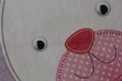 与aplique的兔宝宝面孔 免版税库存图片