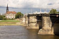 与Augustus桥梁的都市风景在易北河在德累斯顿, G 库存图片