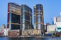 与Barangaroo大厦的悉尼都市风景在黄昏 库存照片