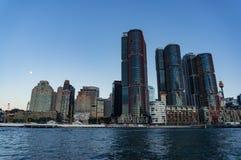 与Barangaroo点的悉尼CBD都市风景在黄昏 免版税图库摄影