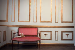 与barocco长沙发的经典内部 免版税图库摄影
