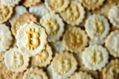 与bitcoin标志的曲奇饼 免版税库存照片