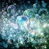 与bokeh和泡影的抽象蓝色背景 绿色和光 免版税库存图片
