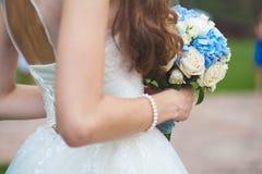 与bouqet的新娘画象 免版税库存图片