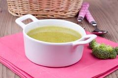 与brocolli的汤 免版税库存图片