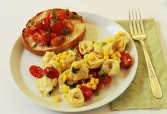 与Bruschetta的意大利式饺子 图库摄影