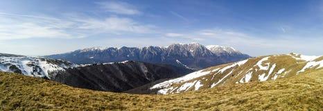 与Bucegi山峰的风景 图库摄影