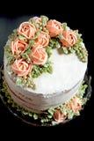 与buttercream花的蛋糕 库存图片