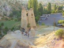 与cappadocia岩石风景的骆驼在土耳其 免版税库存图片
