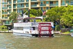 与Carrie B桨轮的巡航 图库摄影