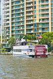 与Carrie B桨轮的巡航 免版税库存照片